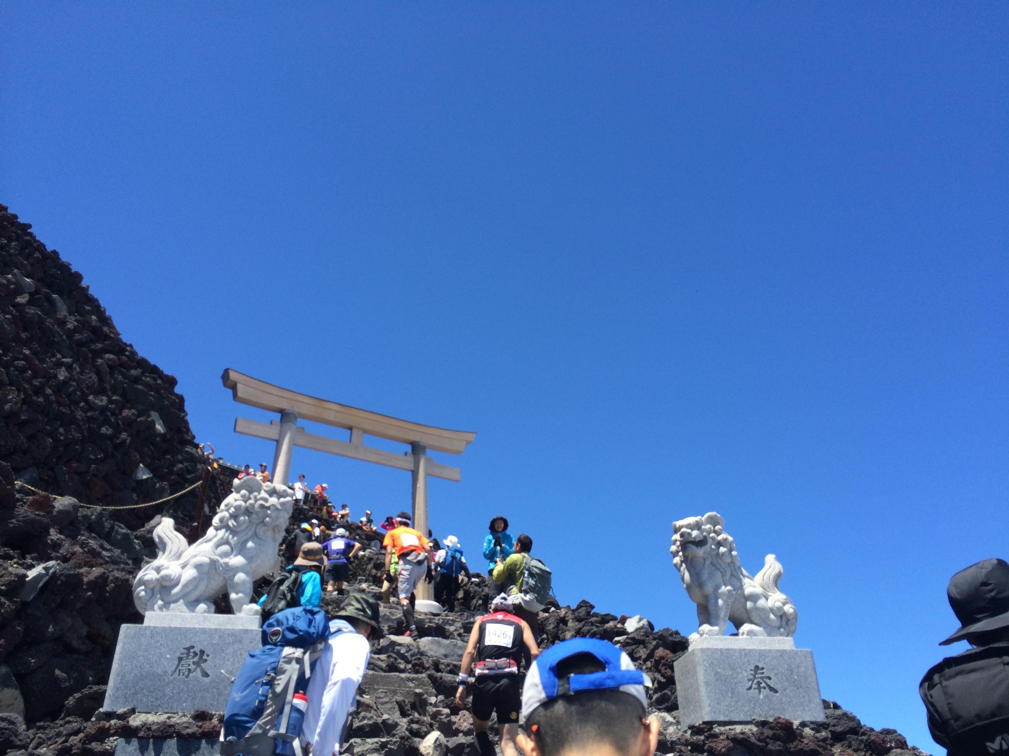 富士登山競走 山頂手前の鳥居